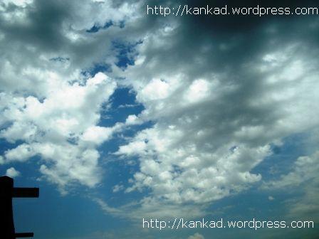 बुधवार को दिल्ली के आसमान में छाए बादल..